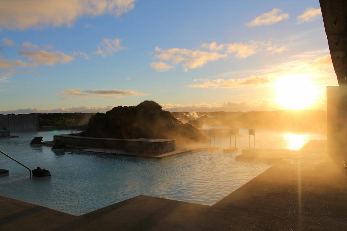 Iceland Travel Reykjavik Keflavik Waterfall Gulfoss Northern Lights Blue Lagoon Spa Geysir Geyser (1)