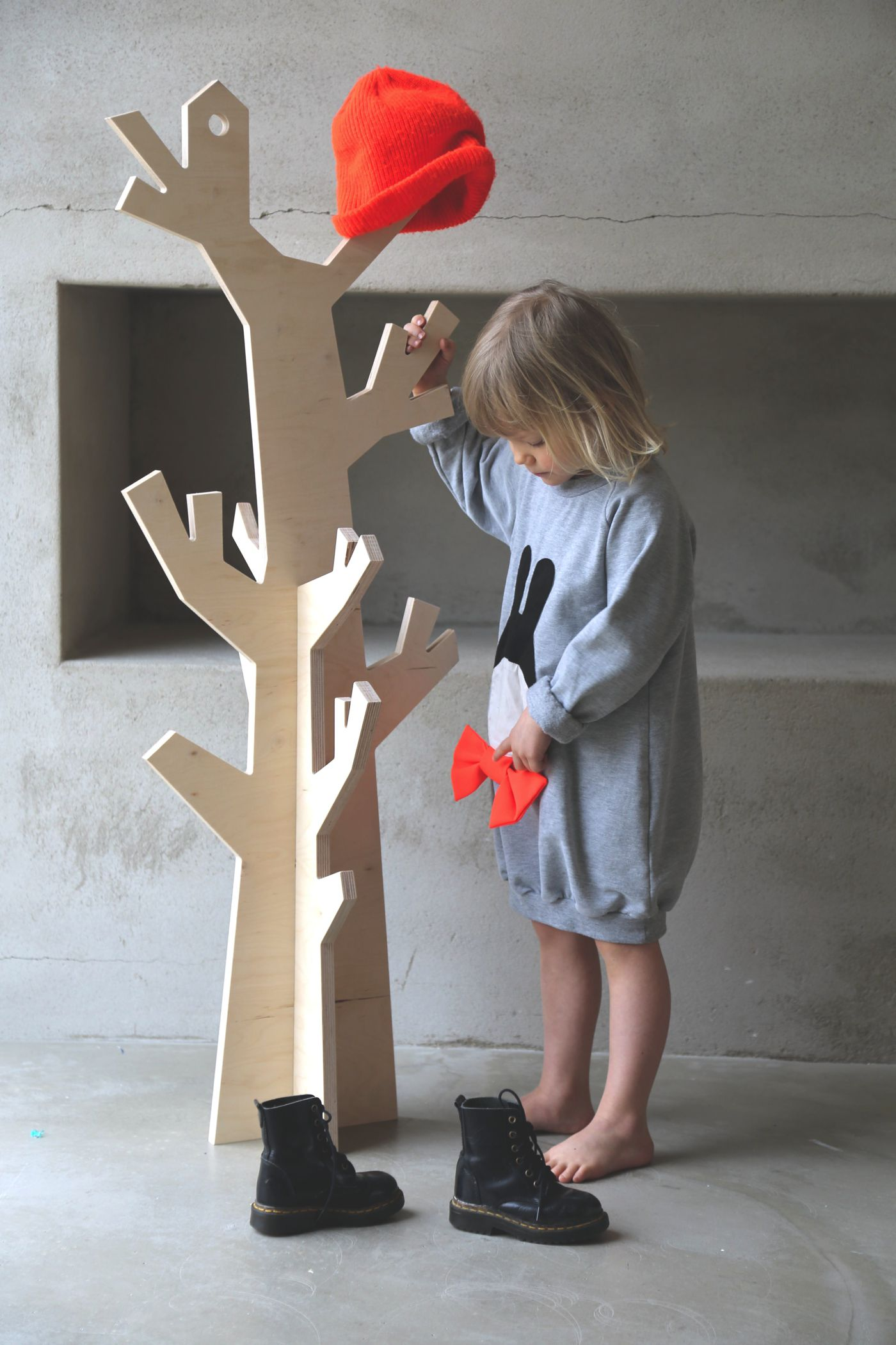 4 fantastically creative wooden shelves and racks (1)