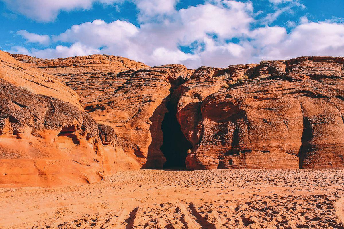 Gallopping through Antelope Canyon in Arizona, USA (4)