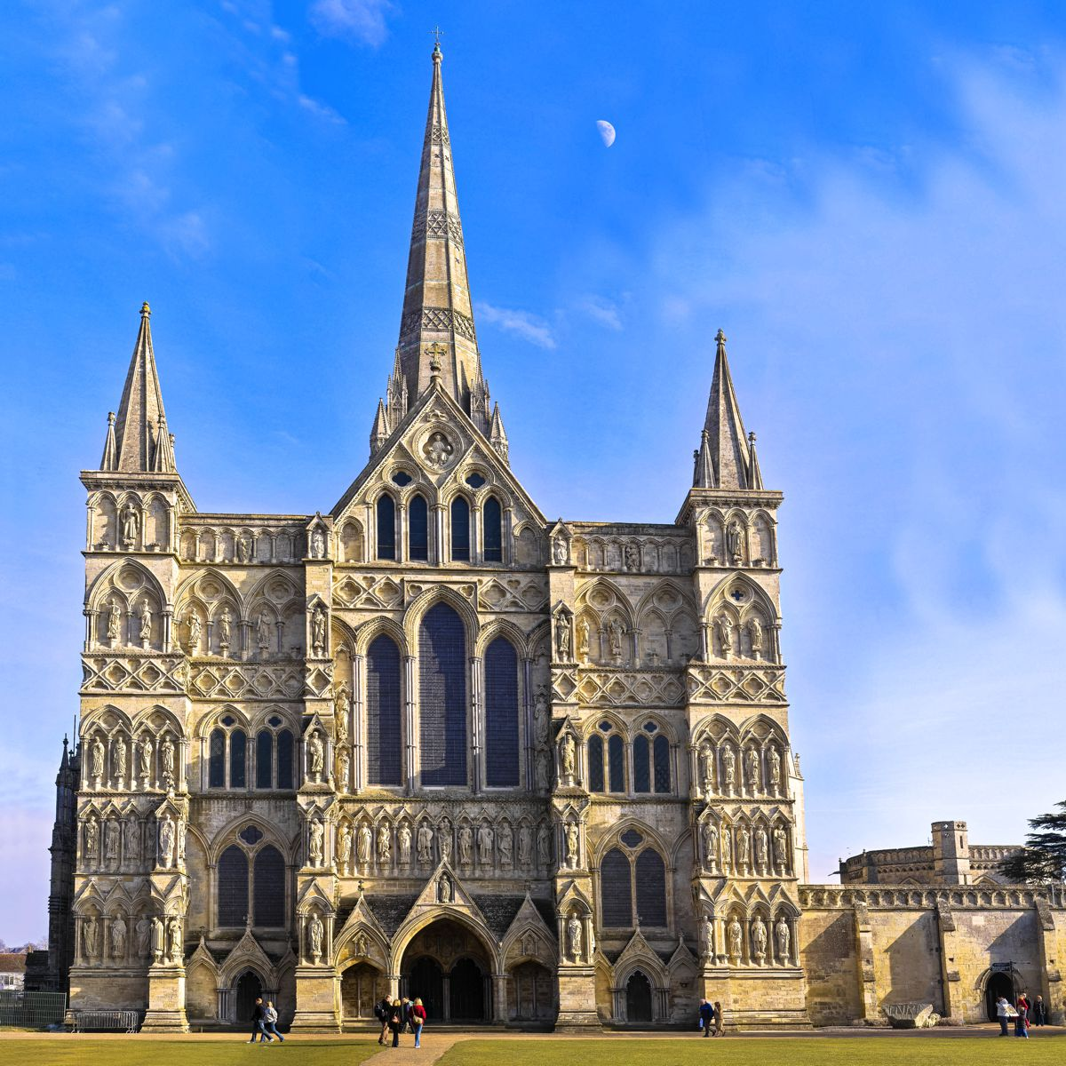 8 Stunning Gothic Architecture You Must See In The UK! (8)