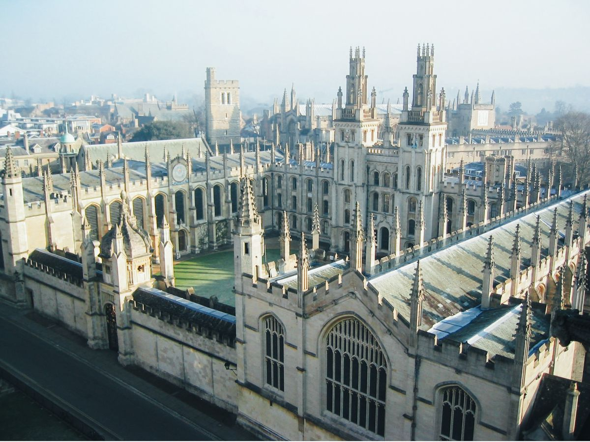 8 Stunning Gothic Architecture You Must See In The UK! (7)