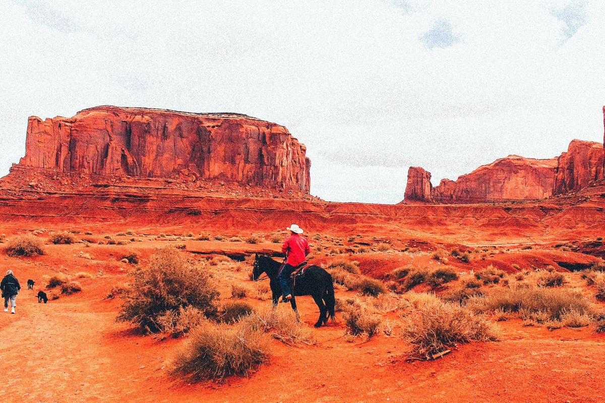 Monument Valley - Zipping back and forth between Utah and Arizona! (5)