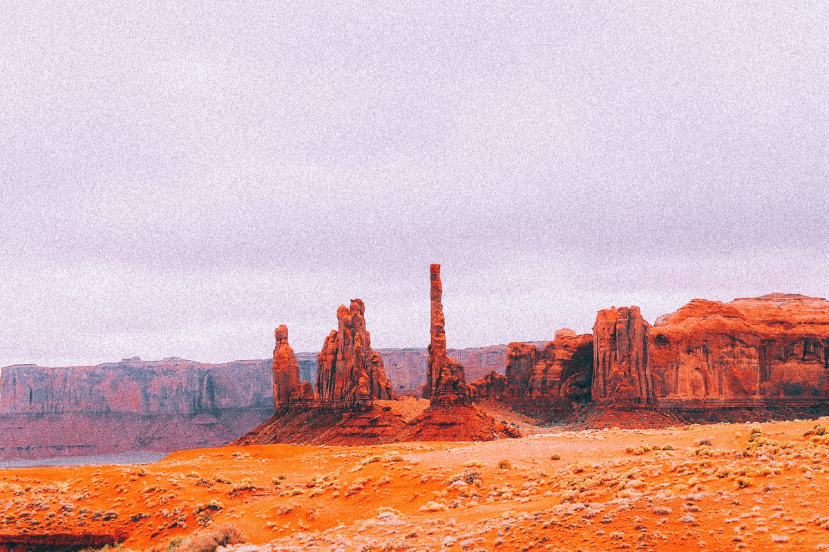 Monument Valley - Zipping back and forth between Utah and Arizona! (8)