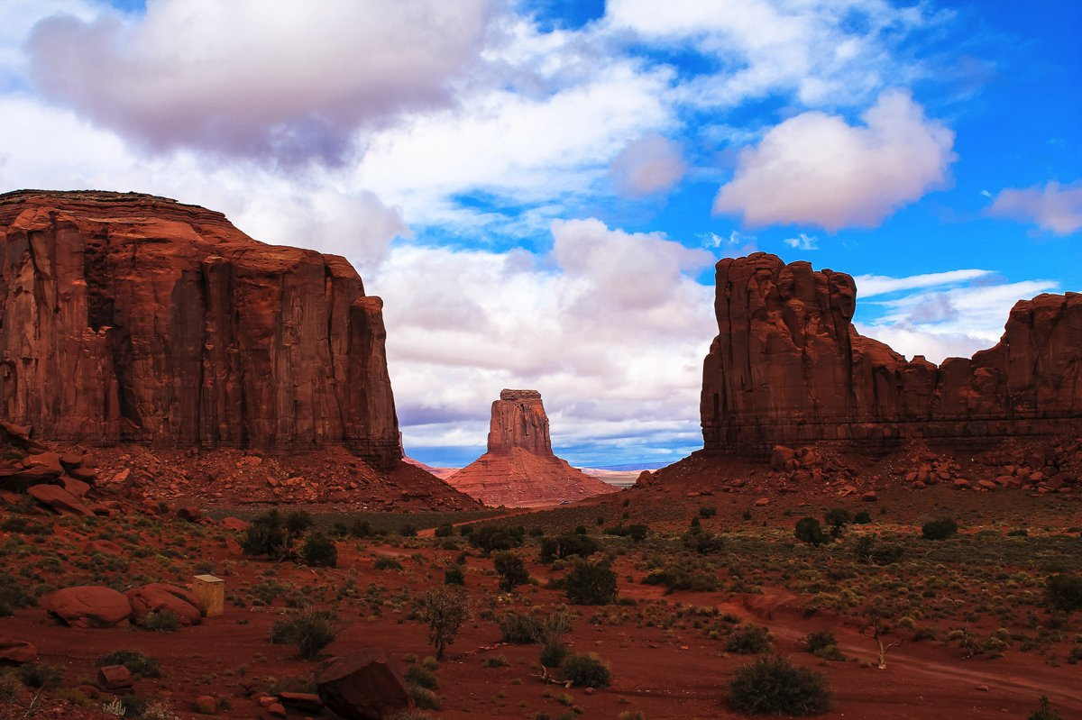 Monument Valley - Zipping back and forth between Utah and Arizona! (17)