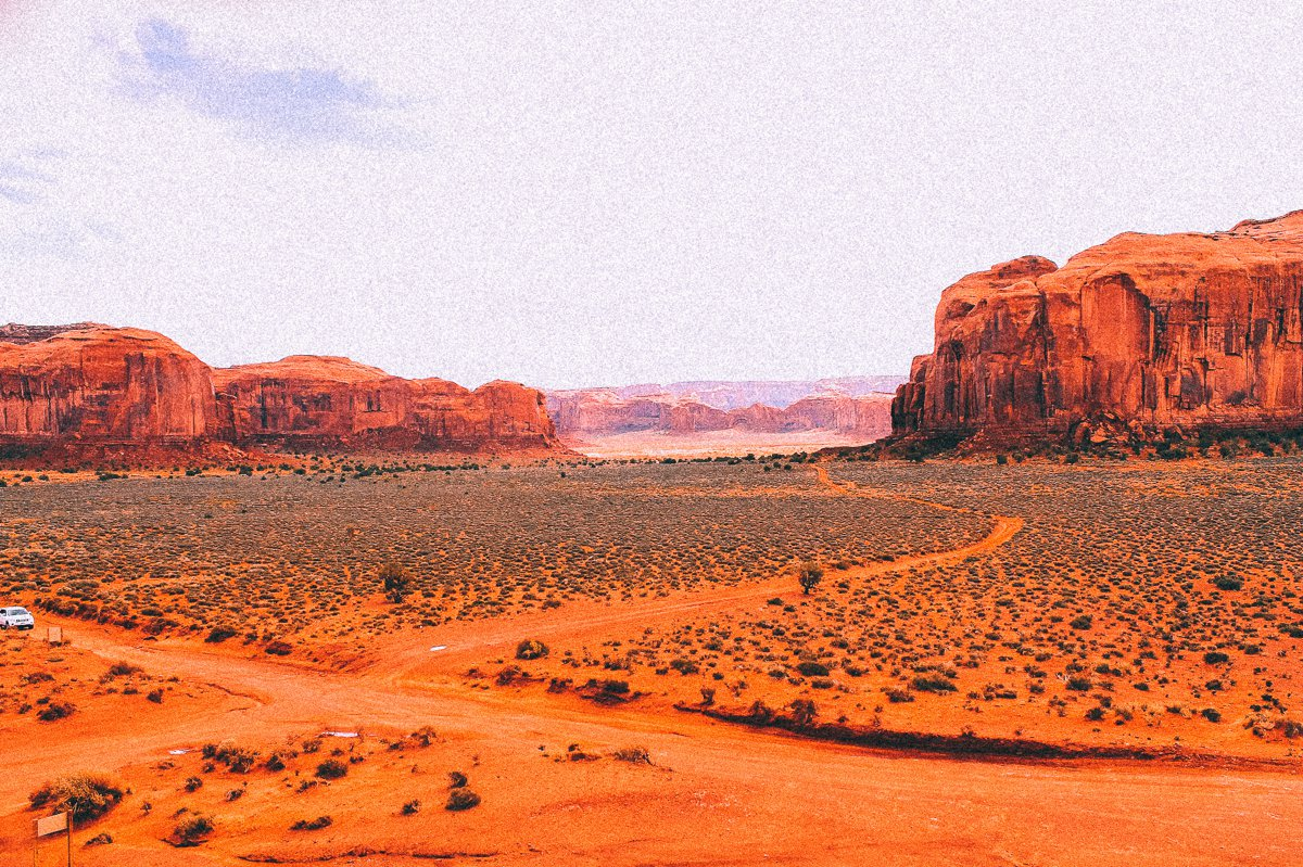 Monument Valley - Zipping back and forth between Utah and Arizona! (19)