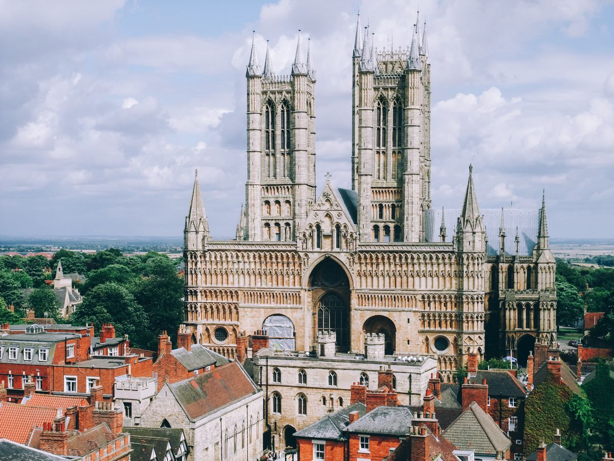 8 Stunning Gothic Architecture You Must See In The UK! (3)