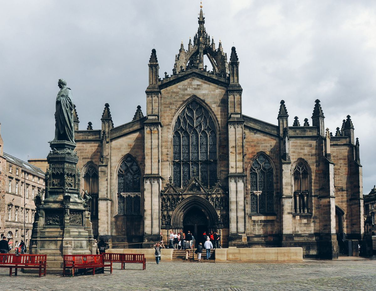 8 Stunning Gothic Architecture You Must See In The UK! (2)