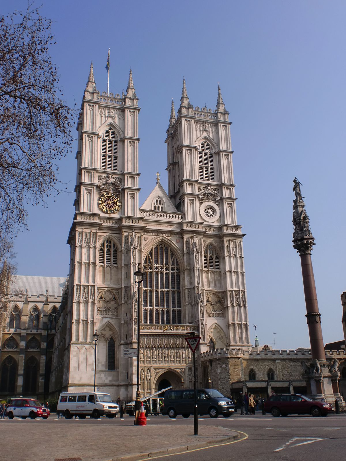 8 Stunning Gothic Architecture You Must See In The UK! (1)