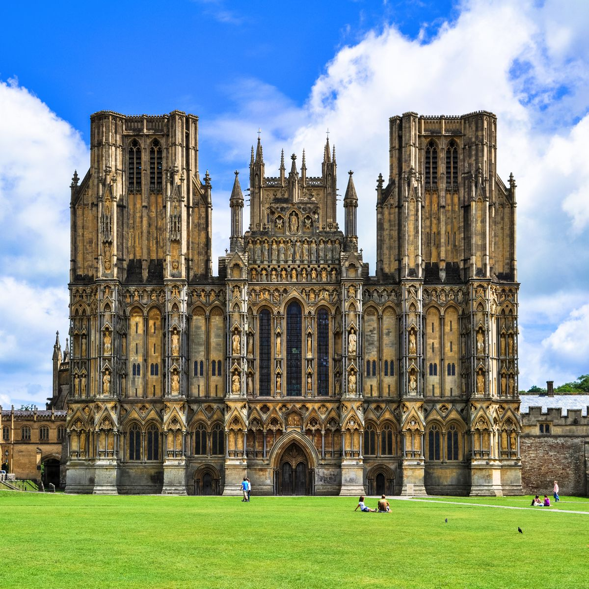 8 Stunning Gothic Architecture You Must See In The UK! (4)