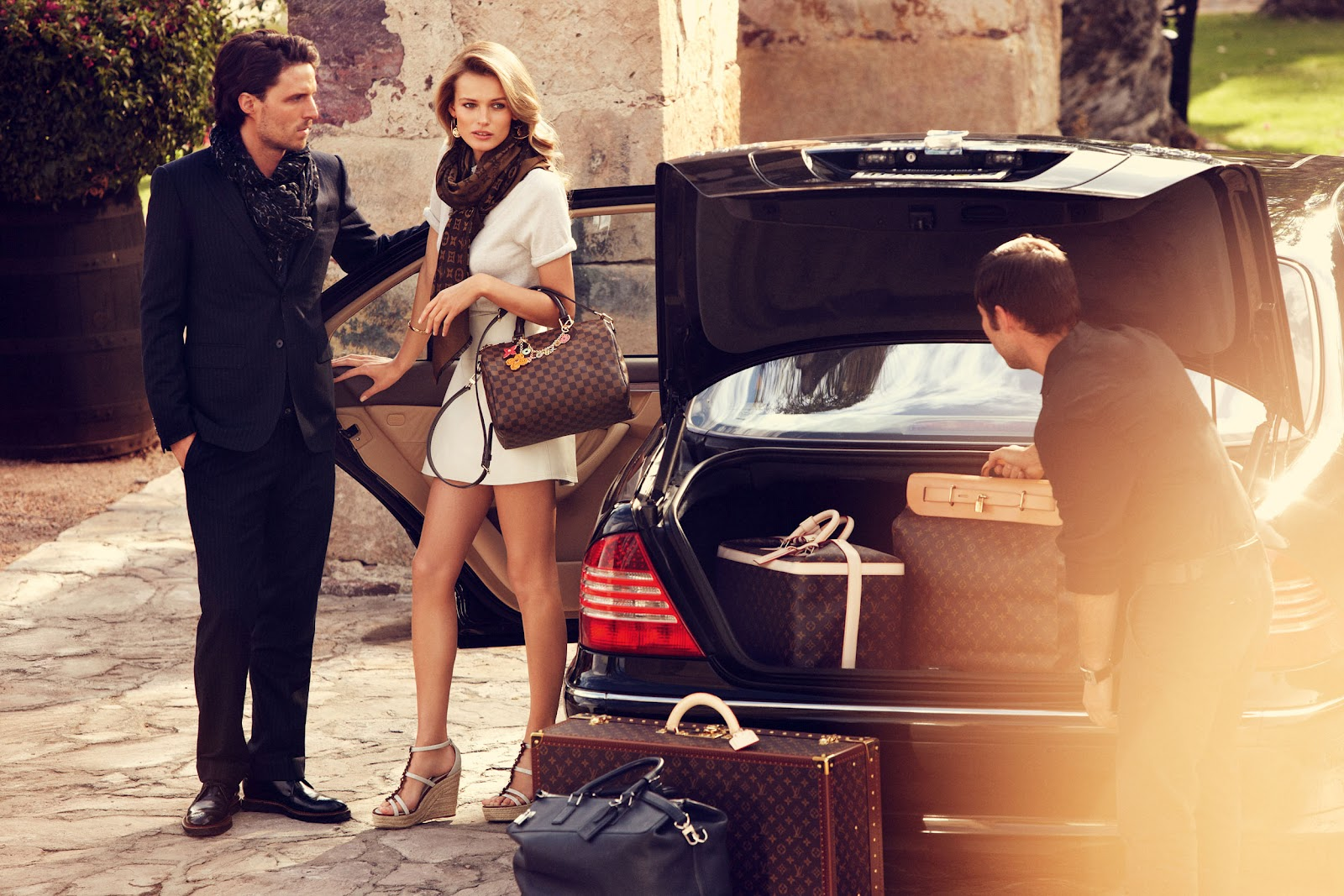 Edita-Vilkeviciute-by-Alexi-Lubomirski-A-Mexican-Road-Trip-Louis-Vuitton-Travel-Fall-2012-7