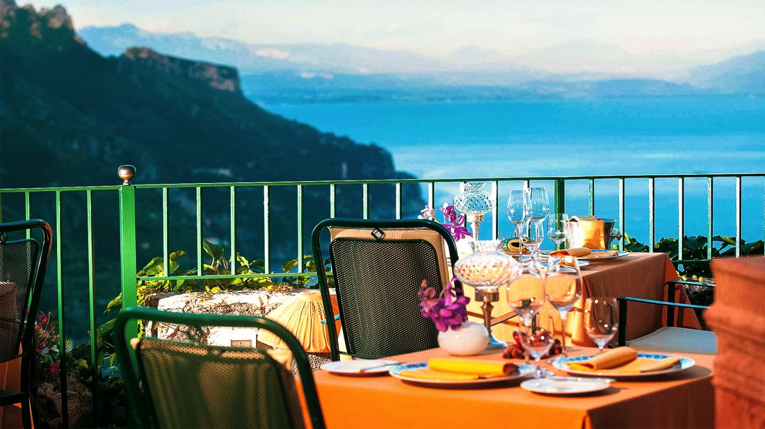 24 Restaurants With The Best Views In The World! (7)