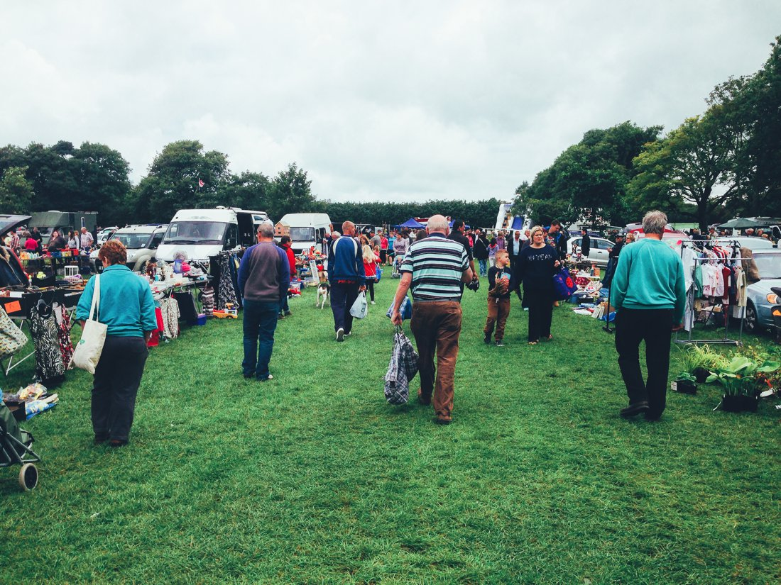 Furniture Hunting at Car Boot Sale UK on Hand Luggage Only Blog (6)