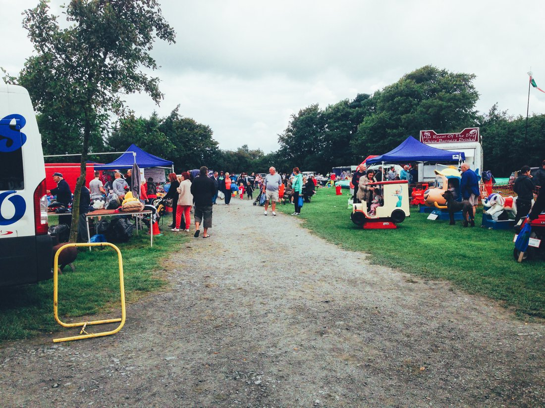 Furniture Hunting at Car Boot Sale UK on Hand Luggage Only Blog (8)