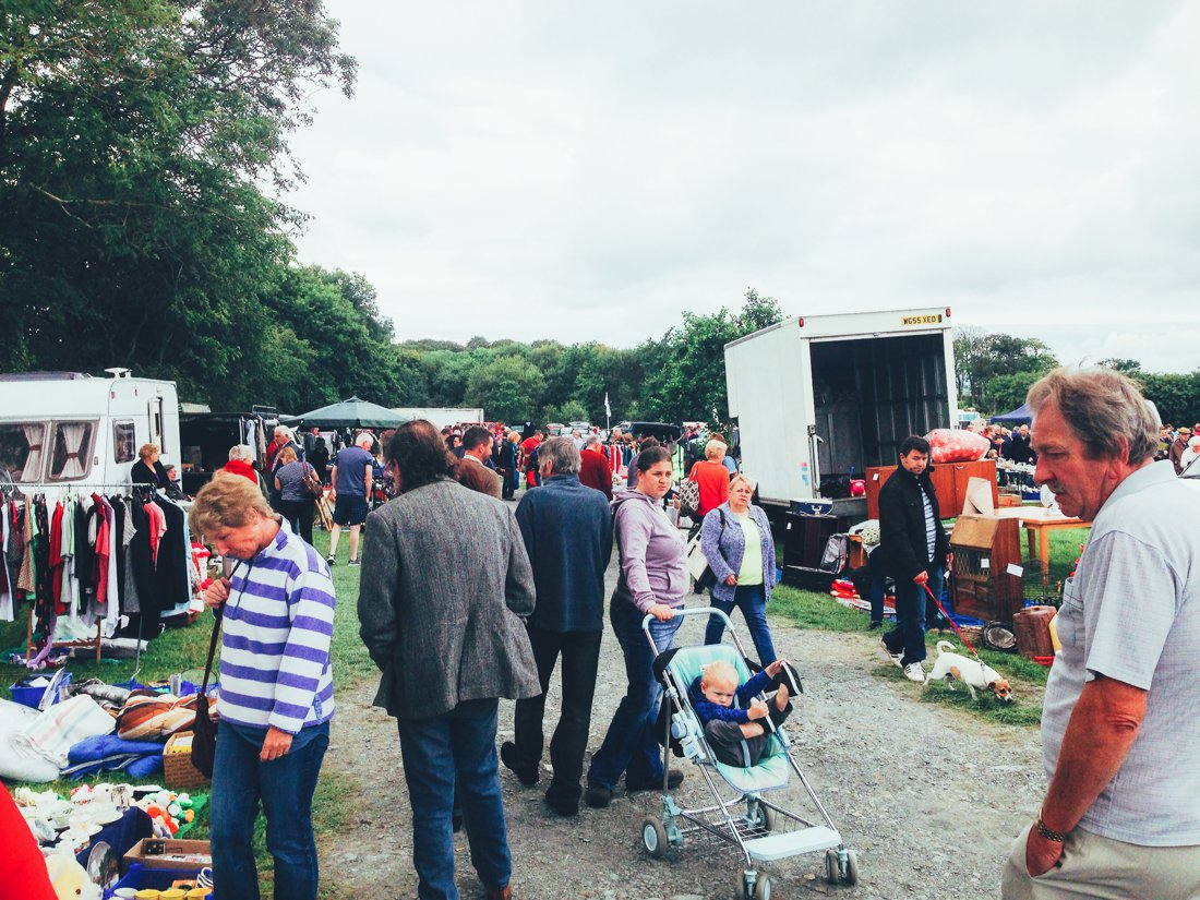 Furniture Hunting at Car Boot Sale UK on Hand Luggage Only Blog (12)