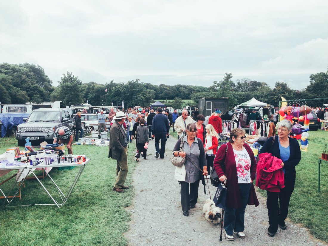 Furniture Hunting at Car Boot Sale UK on Hand Luggage Only Blog (14)
