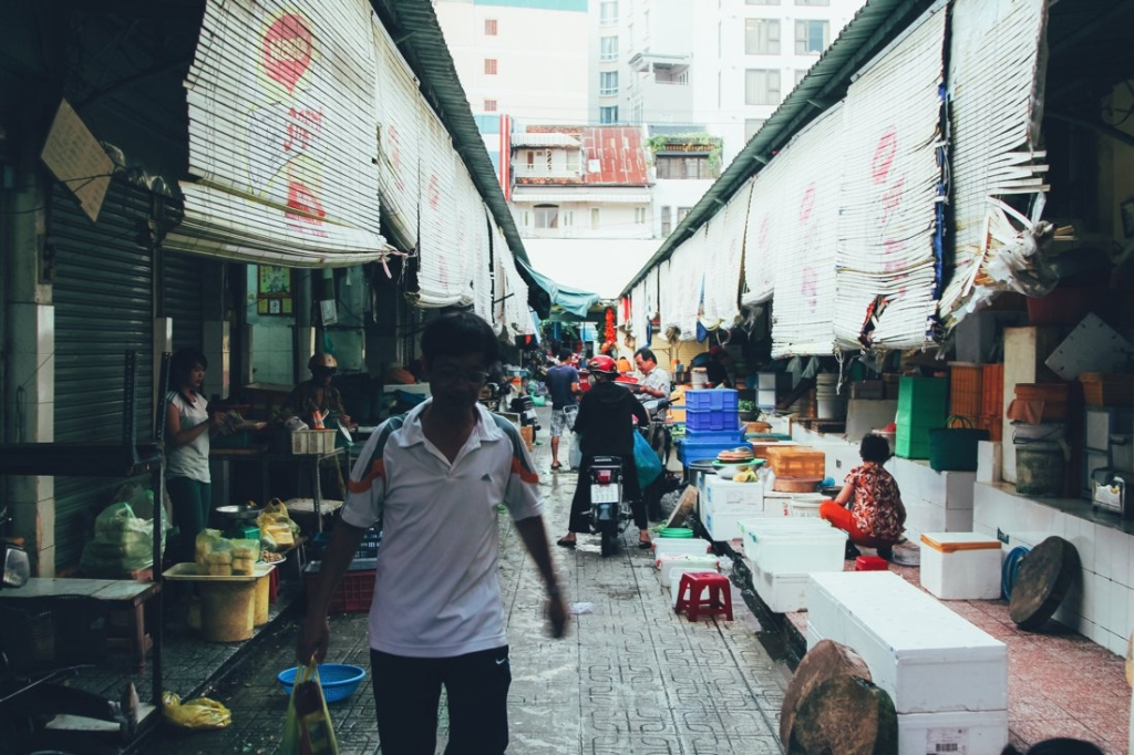 7 Tips To Help You Successfully Negotiate Bến Thành Market, Hồ Chí Minh City in Vietnam (1)