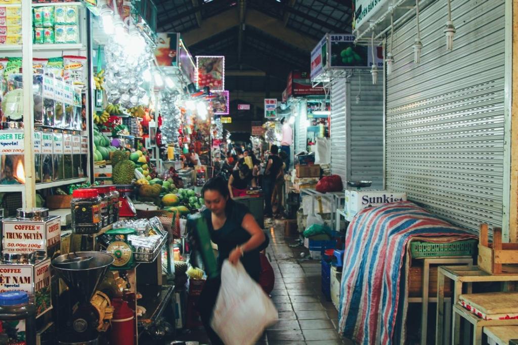 7 Tips To Help You Successfully Negotiate Bến Thành Market, Hồ Chí Minh City in Vietnam (5)