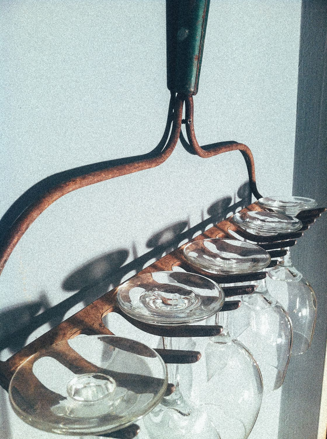 A Really Quick And Easy Diy Glass Storage Tip Hand