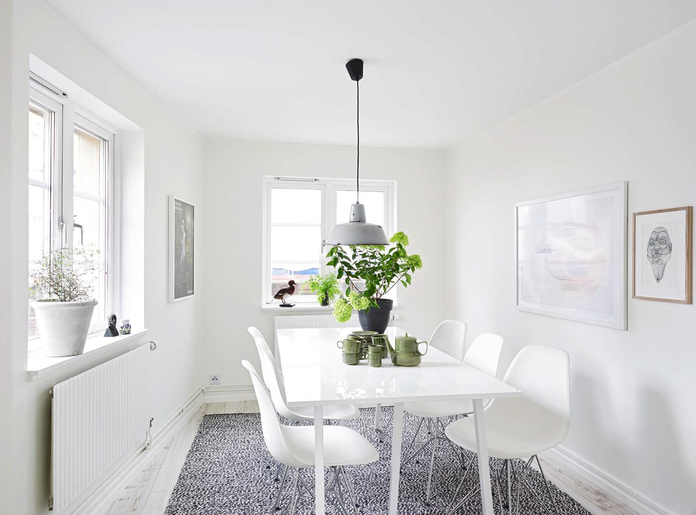 20 Amazingly Beautiful White Homes To Draw Inspiration From! (10)