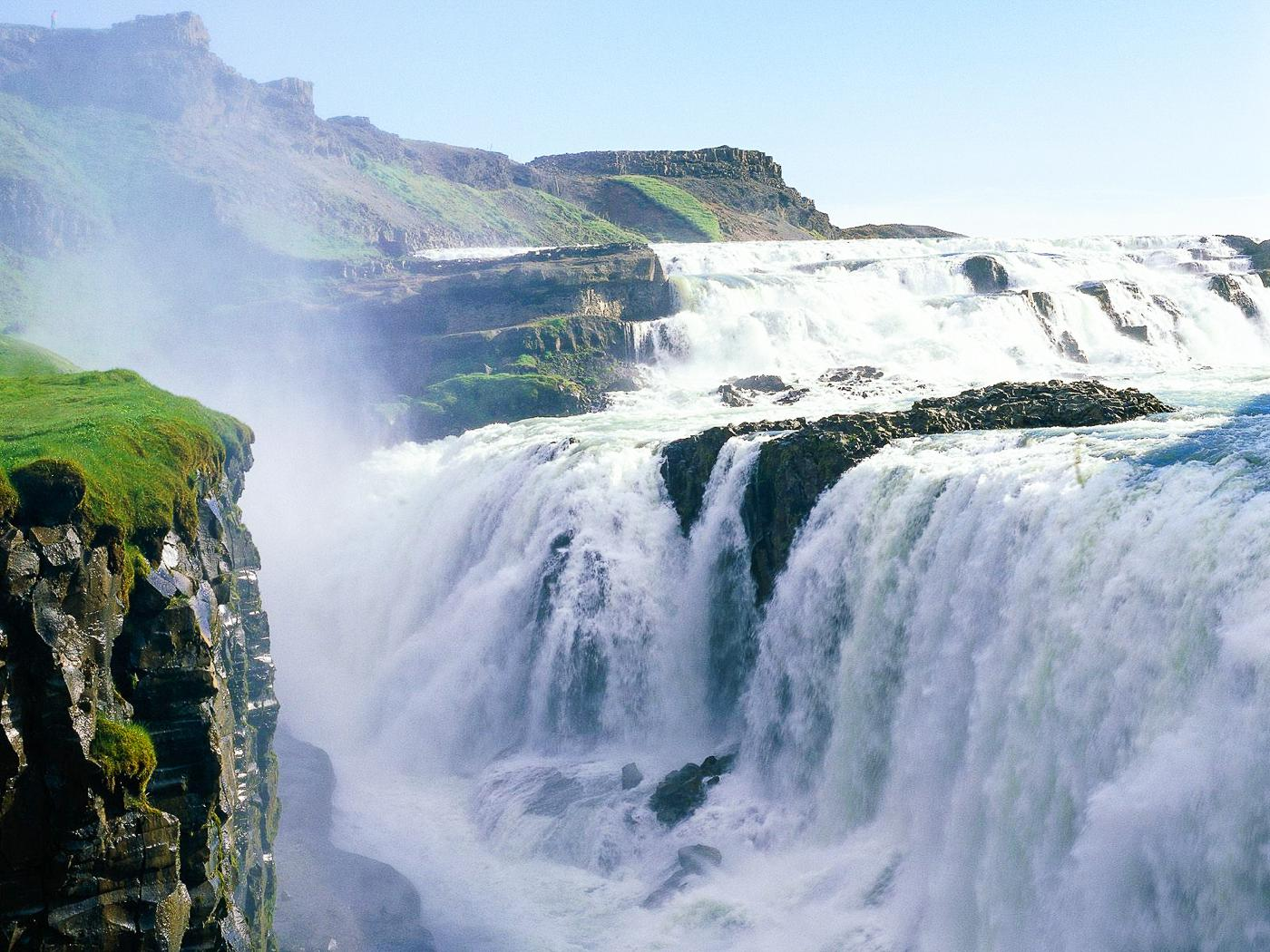 14 Amazing Waterfalls Around The World You Have To Travel To See! (4)