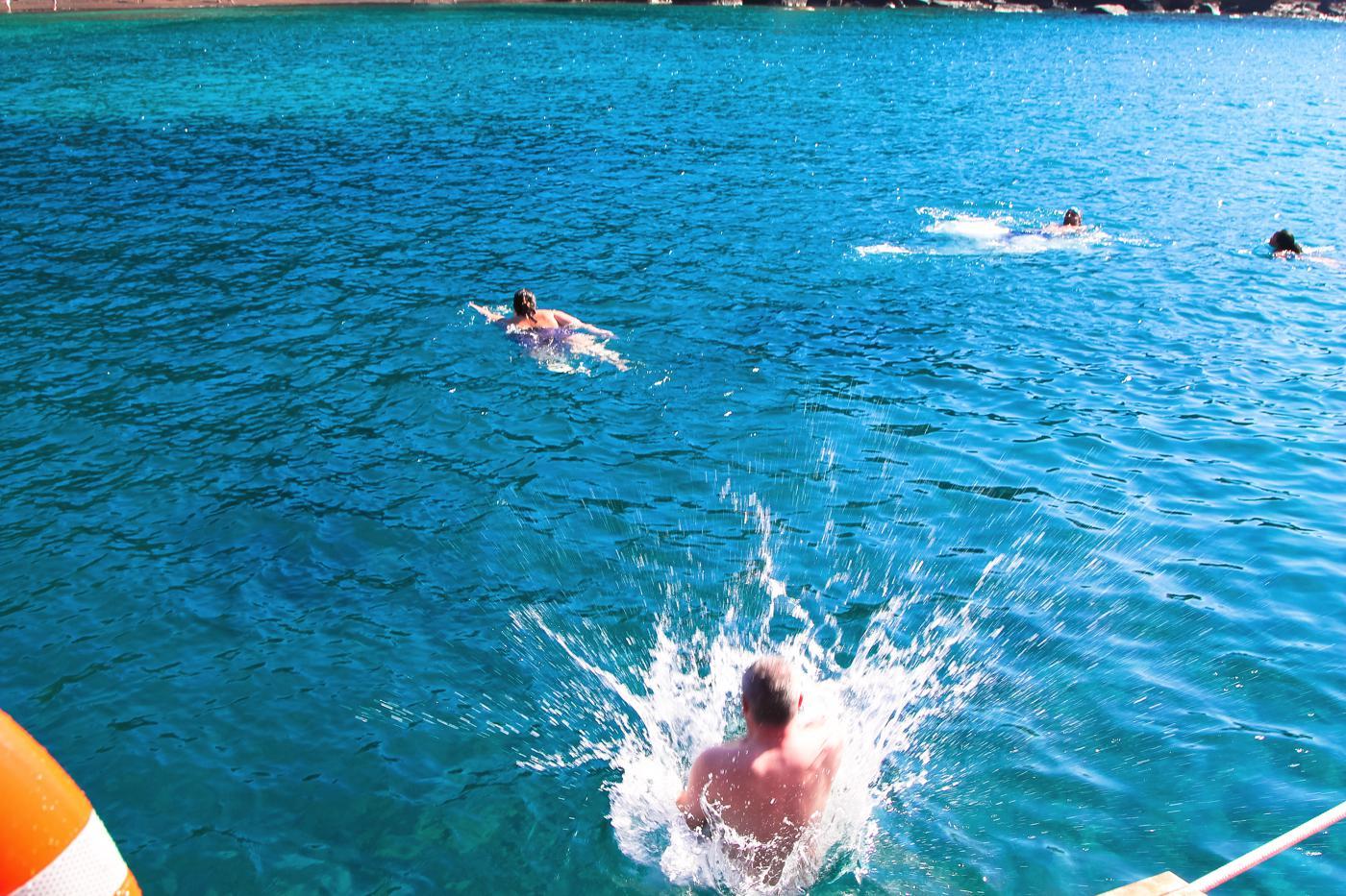 Things To Do When Sailing Around Santorini... (16)