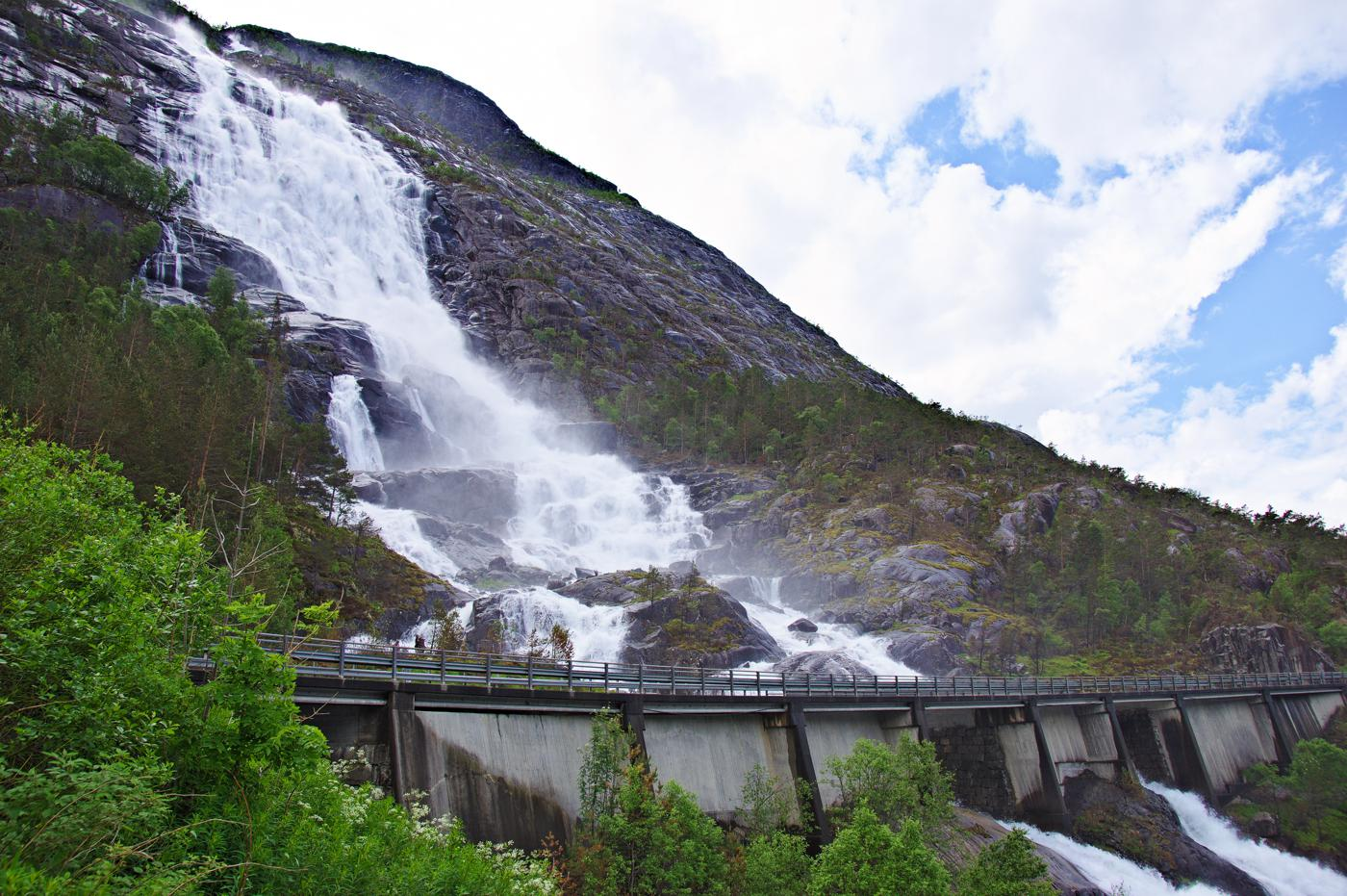 14 Amazing Waterfalls Around The World You Have To Travel To See! (11)