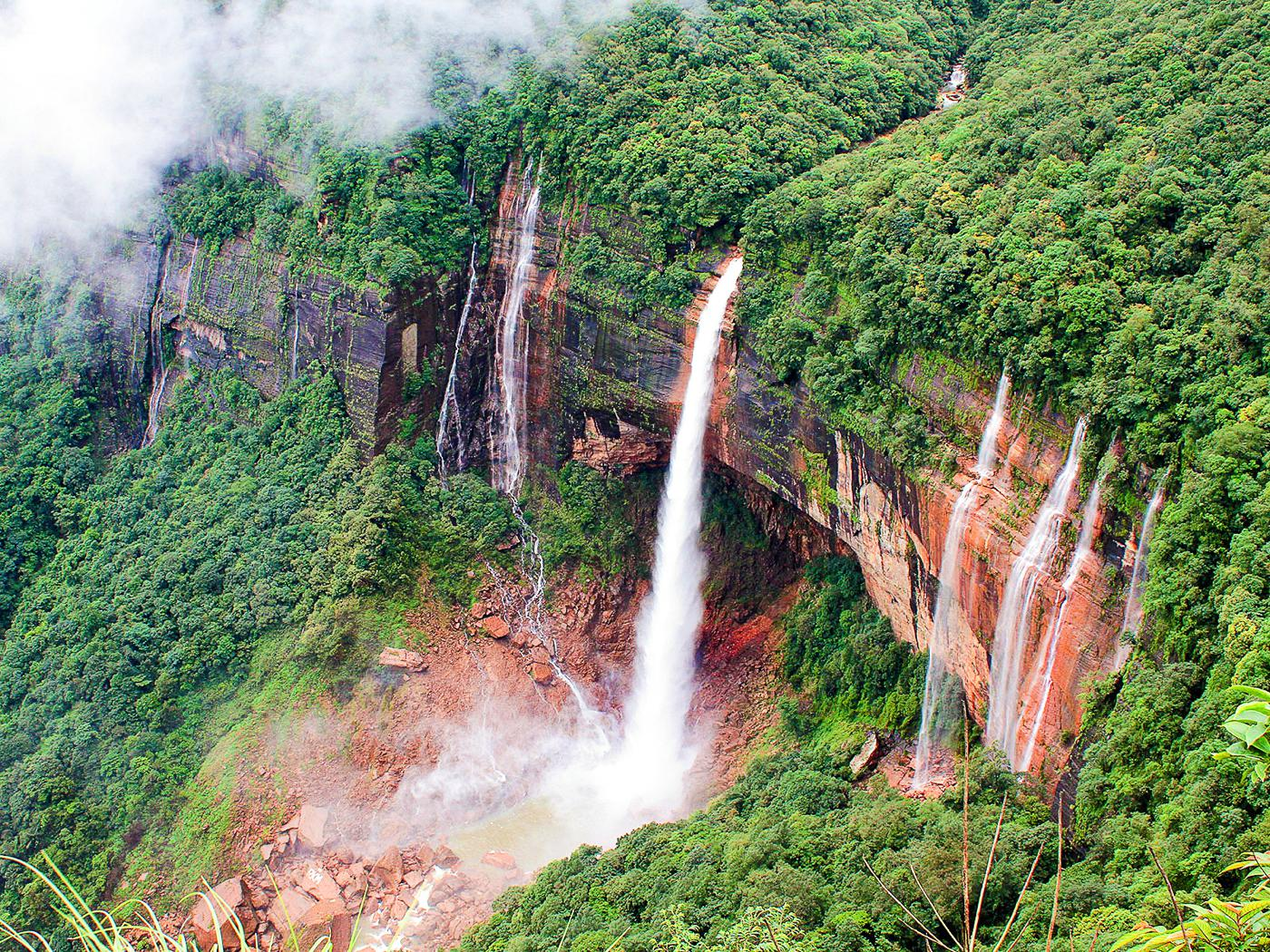 14 Amazing Waterfalls Around The World You Have To Travel To See! (9)