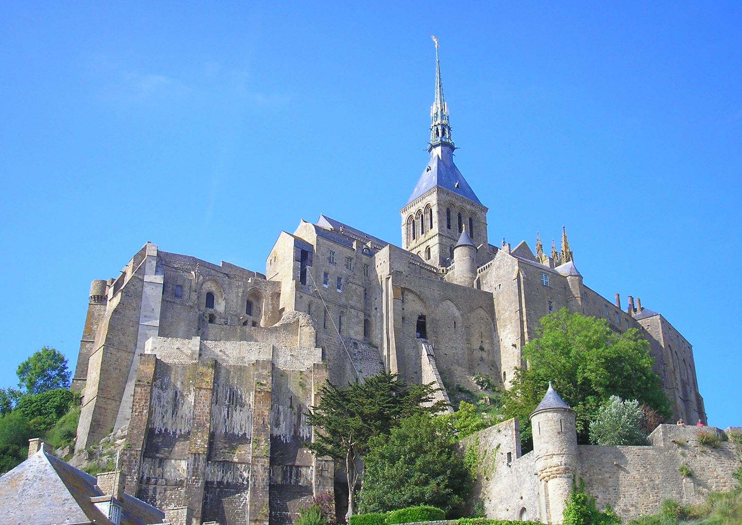 8 Reasons To Visit Mont Saint-Michel in France! (7)