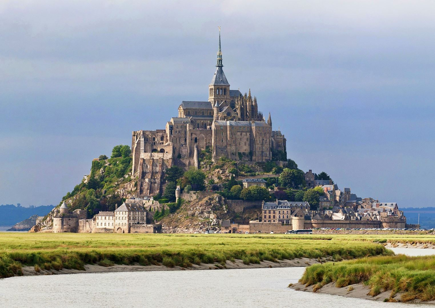 8 Reasons To Visit Mont Saint-Michel in France! (2)