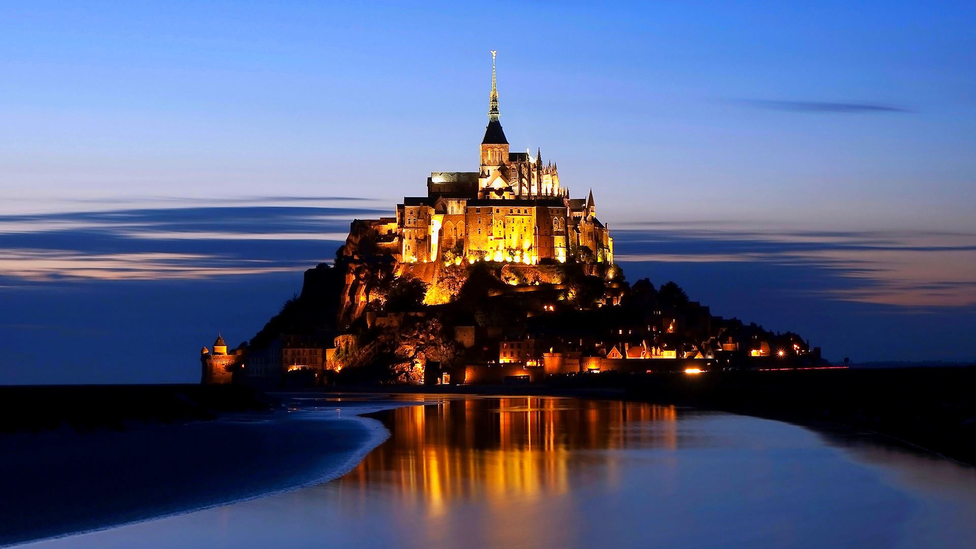 8 Reasons To Visit Mont Saint-Michel in France! (1)
