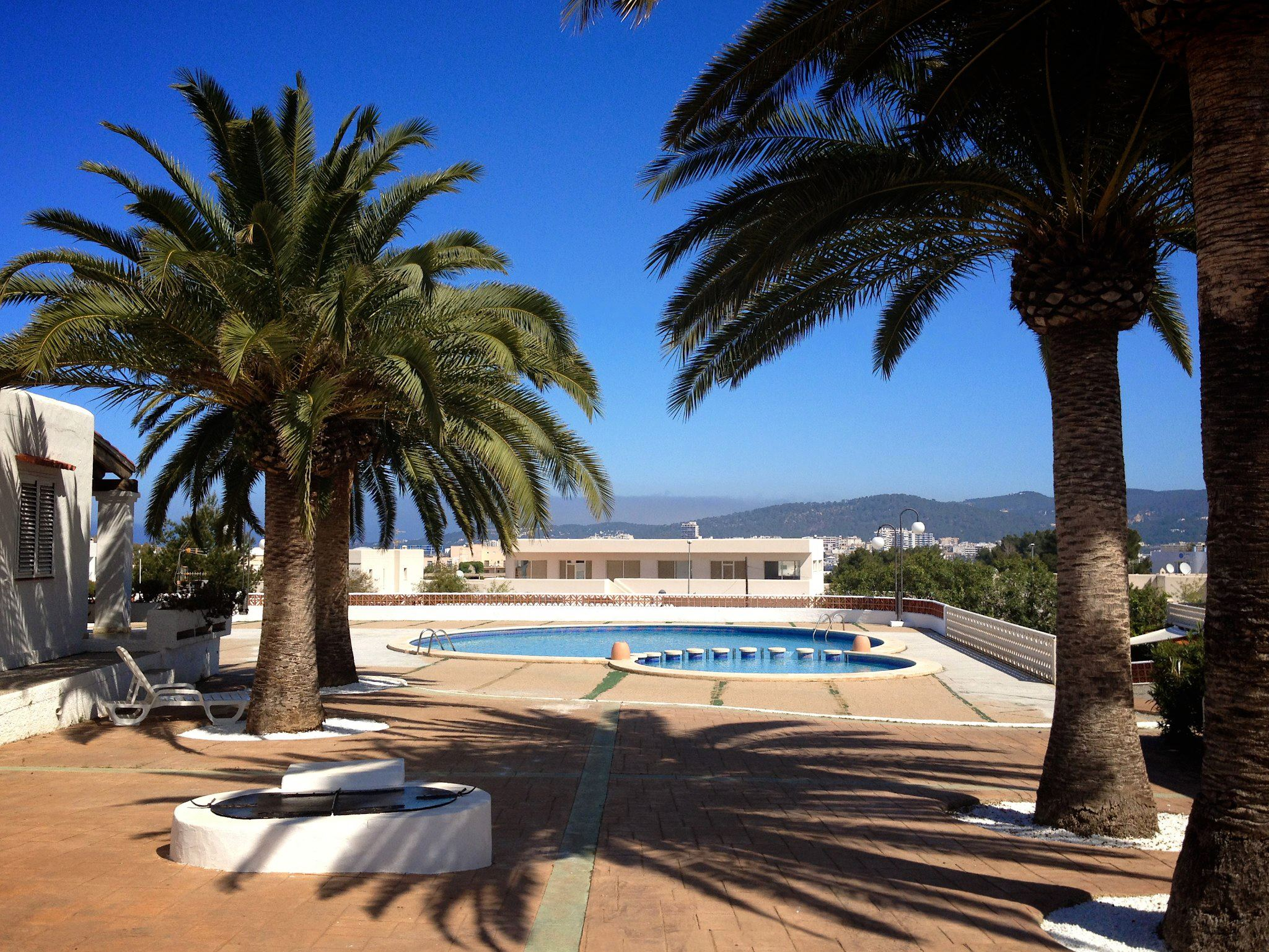 Sunshine, Sangria, Pool Diving, Friends, Fun in Ibiza, Spain on Holiday (4)