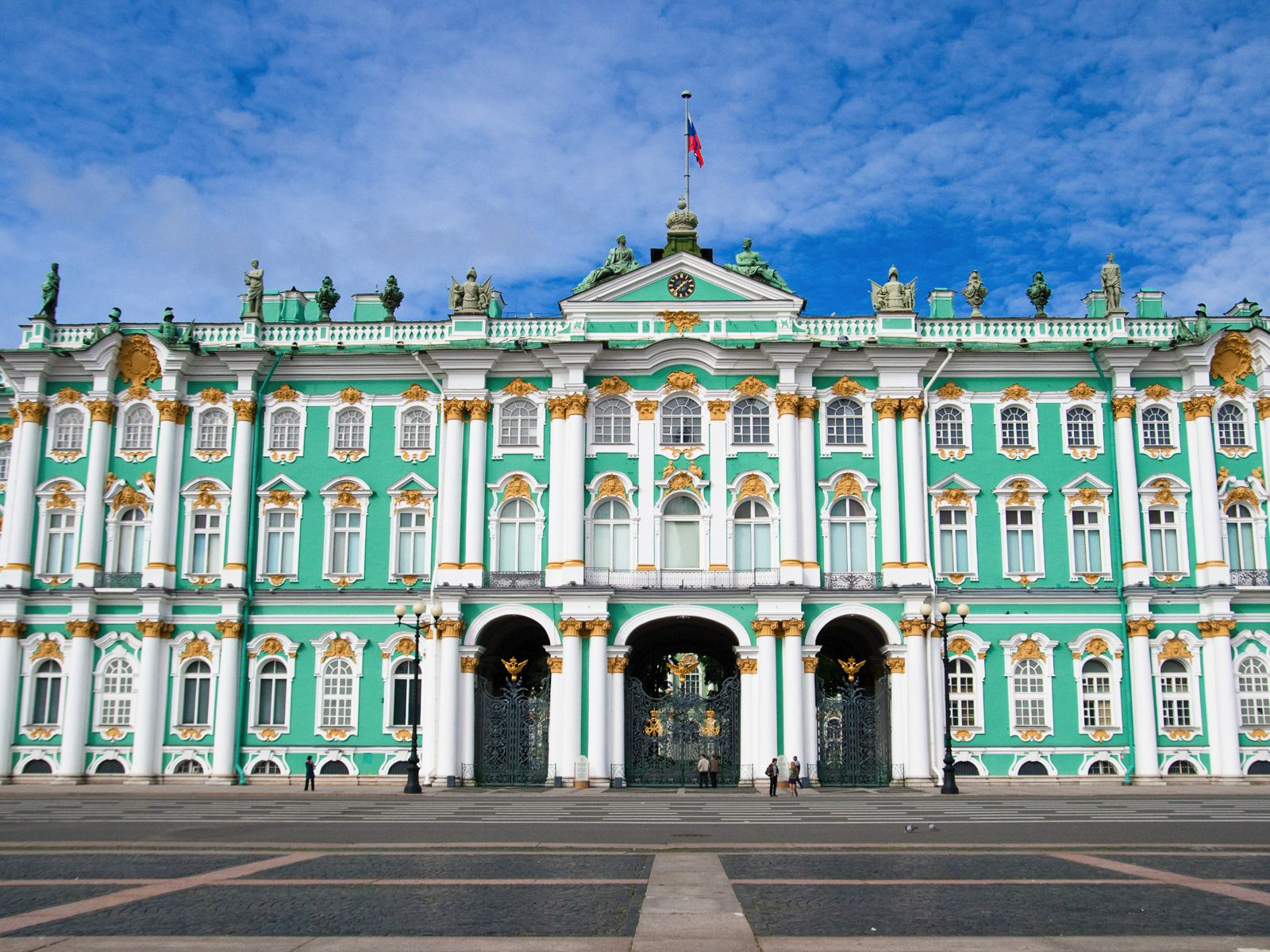 11 Amazing Royal Palaces Across The World You Have To Visit! (10)