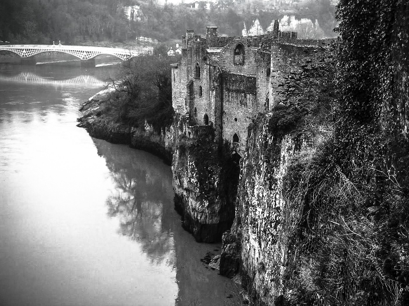16 Fairytale Castles You Must See in Wales! Beaumaris Castle Caernarfon Castle Caerphilly Castle Carreg Cennen Castle Castell Coch Chepstow Castle Conwy Castle Criccieth Castle Denbigh Castle Dolwyddelan Castle Harlech Castle Kidwelly Castle Raglan Castle St Davids Bishop's Palace Tintern Abbey Tretower Court & Castle Weobley Castle (6)