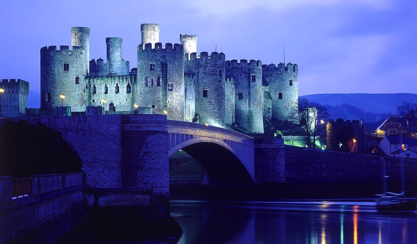 16 Fairytale Castles You Must See in Wales! Beaumaris Castle Caernarfon Castle Caerphilly Castle Carreg Cennen Castle Castell Coch Chepstow Castle Conwy Castle Criccieth Castle Denbigh Castle Dolwyddelan Castle Harlech Castle Kidwelly Castle Raglan Castle St Davids Bishop's Palace Tintern Abbey Tretower Court & Castle Weobley Castle (7)