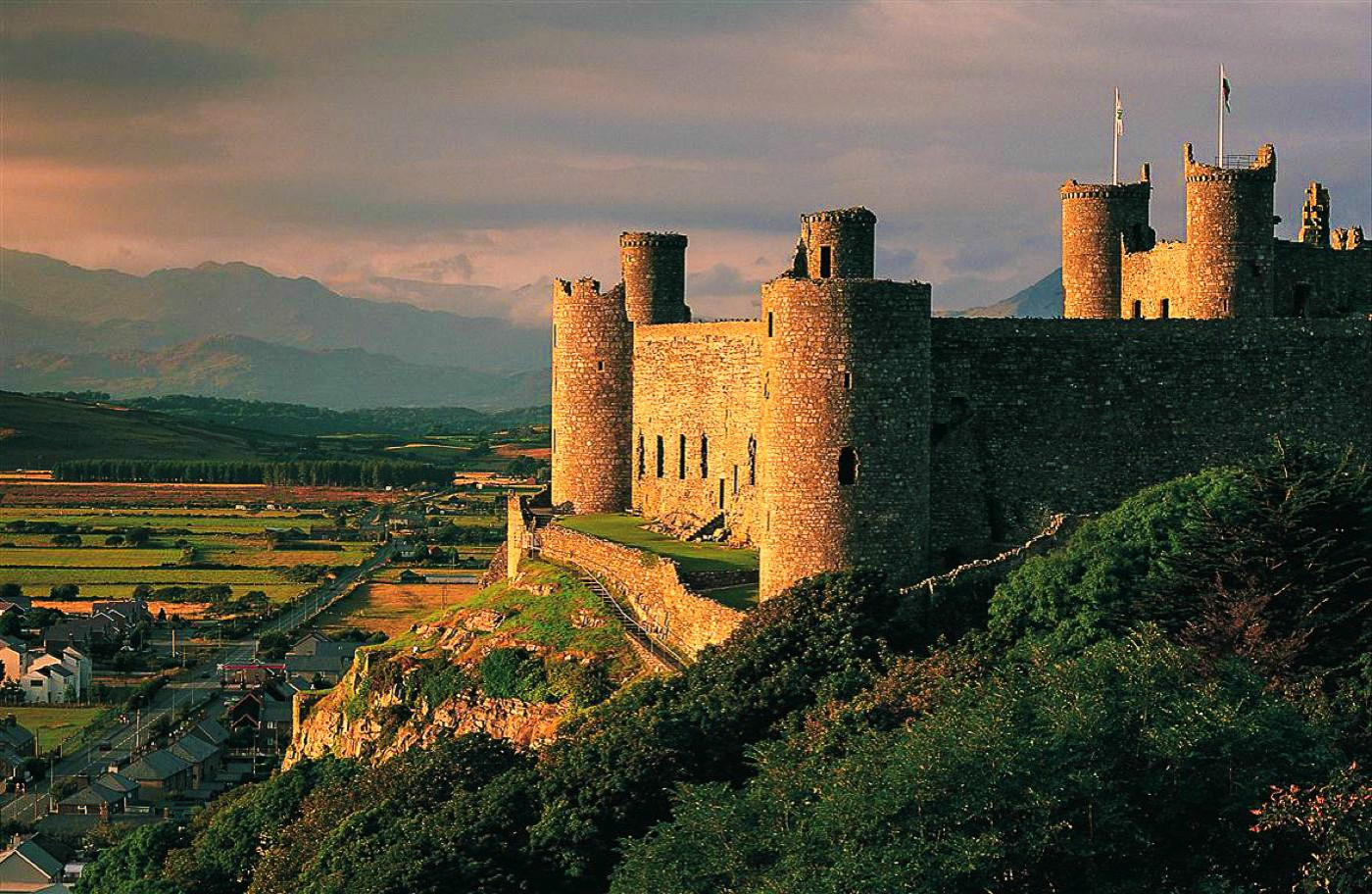16 Fairytale Castles You Must See in Wales! Beaumaris Castle Caernarfon Castle Caerphilly Castle Carreg Cennen Castle Castell Coch Chepstow Castle Conwy Castle Criccieth Castle Denbigh Castle Dolwyddelan Castle Harlech Castle Kidwelly Castle Raglan Castle St Davids Bishop's Palace Tintern Abbey Tretower Court & Castle Weobley Castle (11)