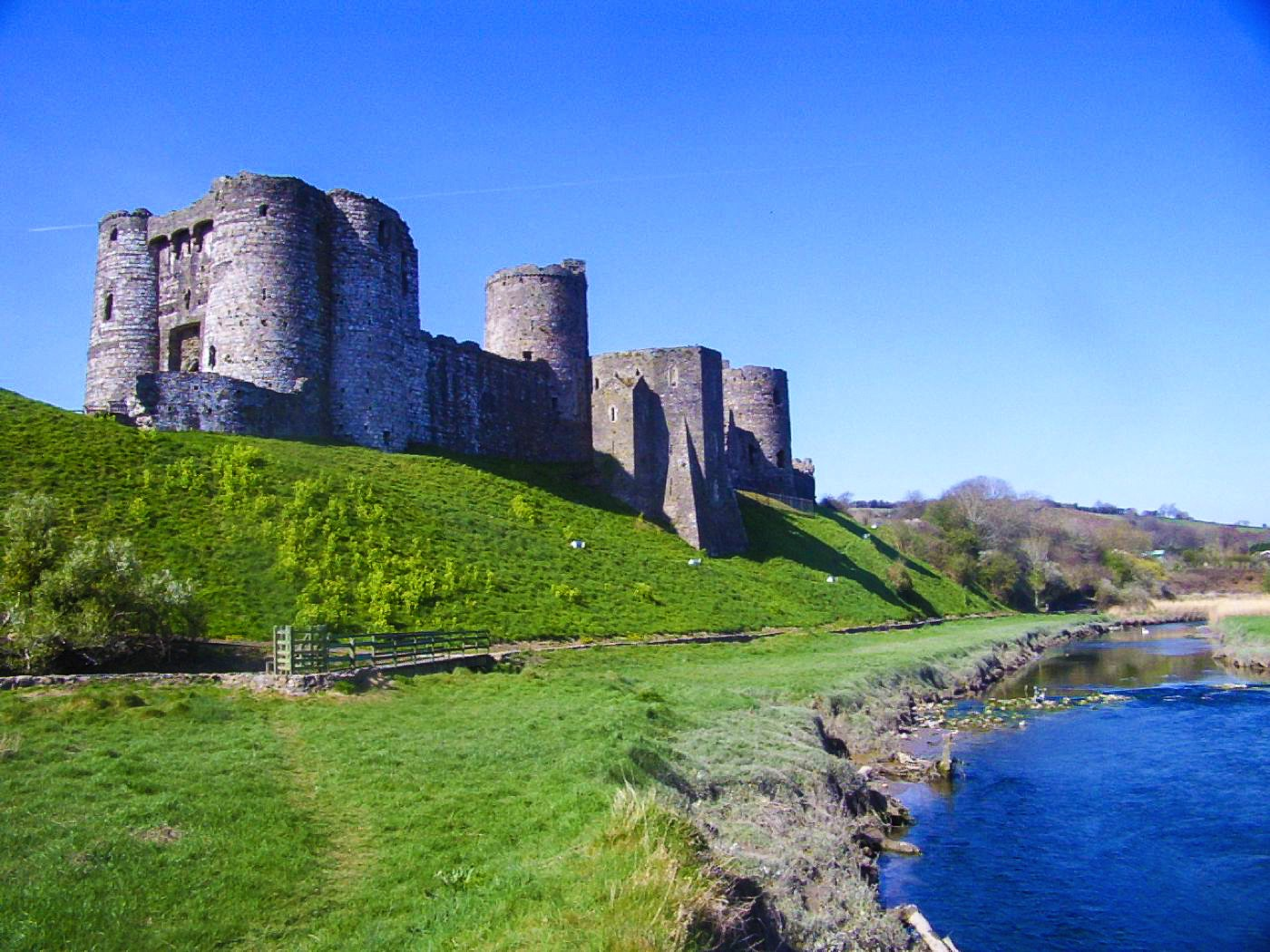 16 Fairytale Castles You Must See in Wales! Beaumaris Castle Caernarfon Castle Caerphilly Castle Carreg Cennen Castle Castell Coch Chepstow Castle Conwy Castle Criccieth Castle Denbigh Castle Dolwyddelan Castle Harlech Castle Kidwelly Castle Raglan Castle St Davids Bishop's Palace Tintern Abbey Tretower Court & Castle Weobley Castle (12)