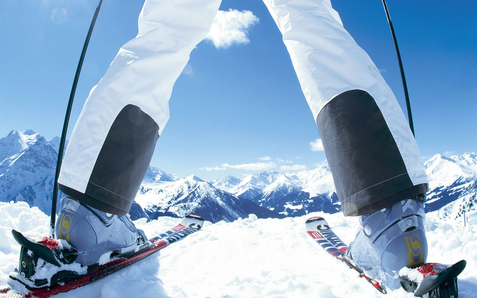 16 Essential Items You Need For A Skiing Holiday!