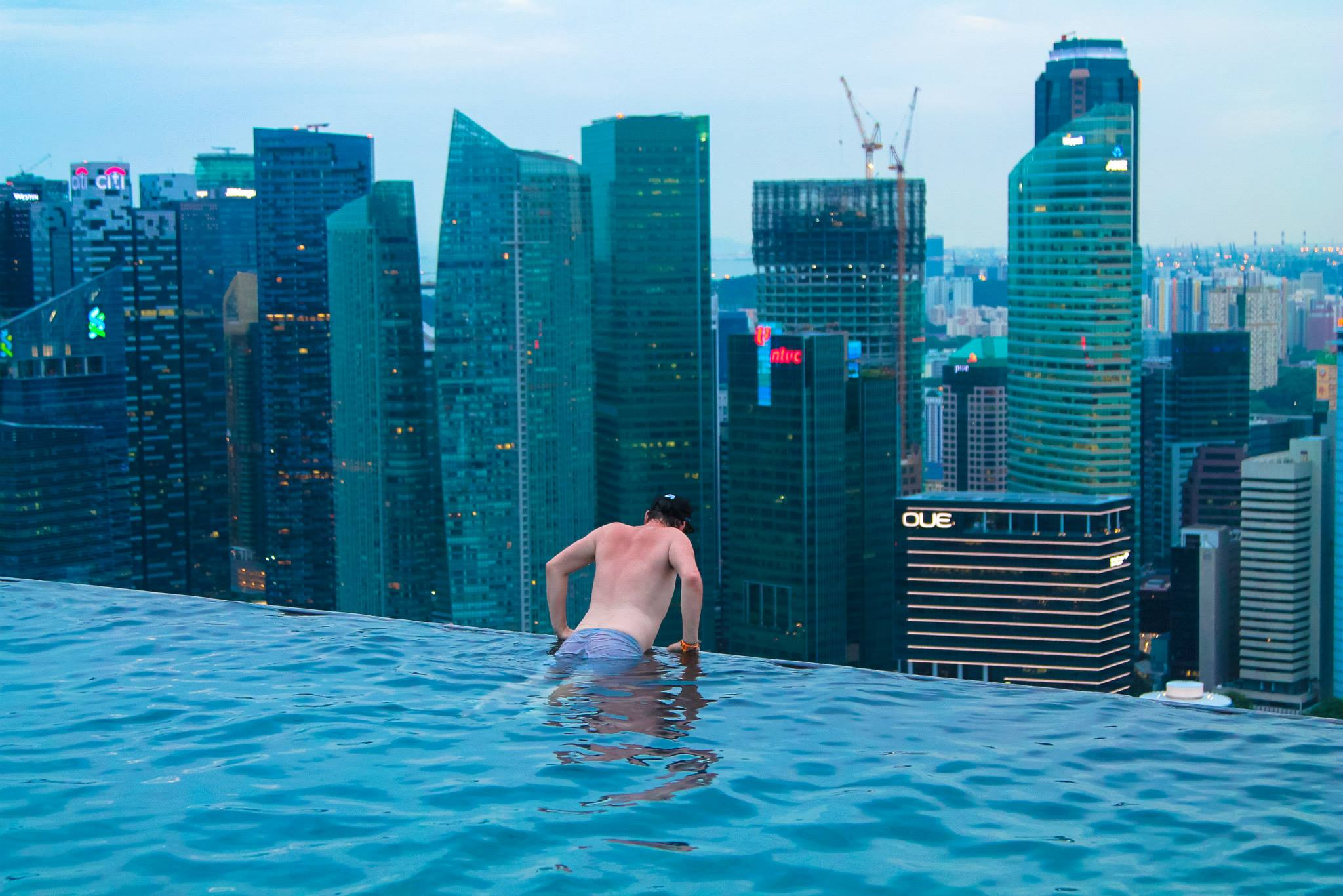 18 amazing swimming pools around the world that you have to visit hand luggage only travel - Singapore hotel piscina ...
