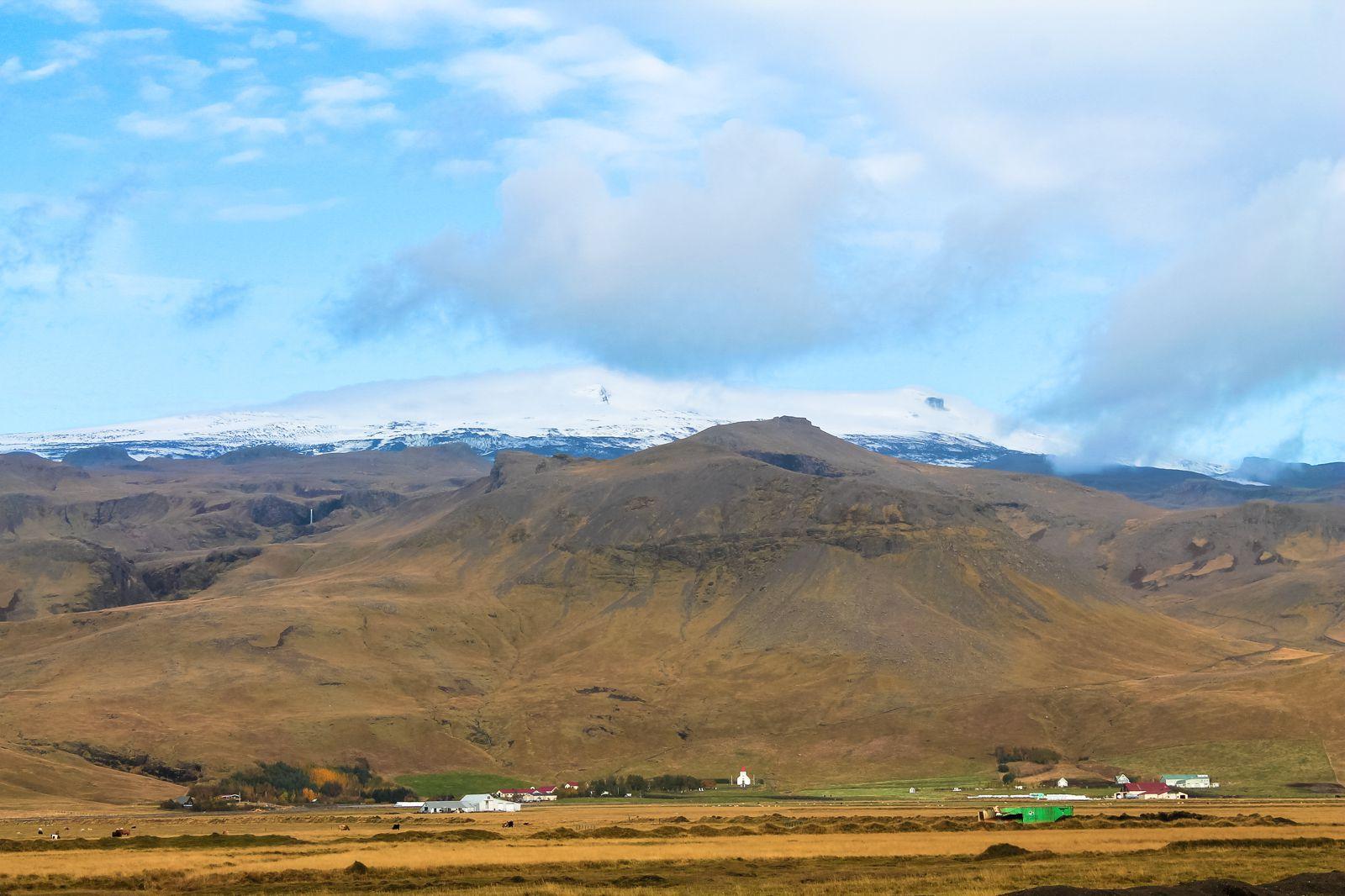 The Northern Lights, Eyjafjallajökull And Þingvellir National Park (5)
