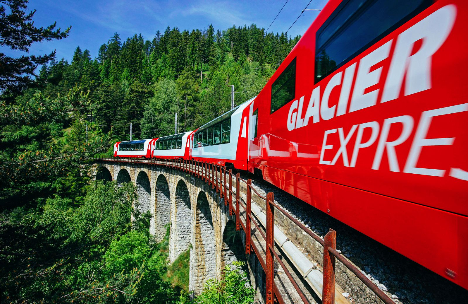 The 15 Most Beautiful Train Journeys Across The World You Have To Travel On! (14)