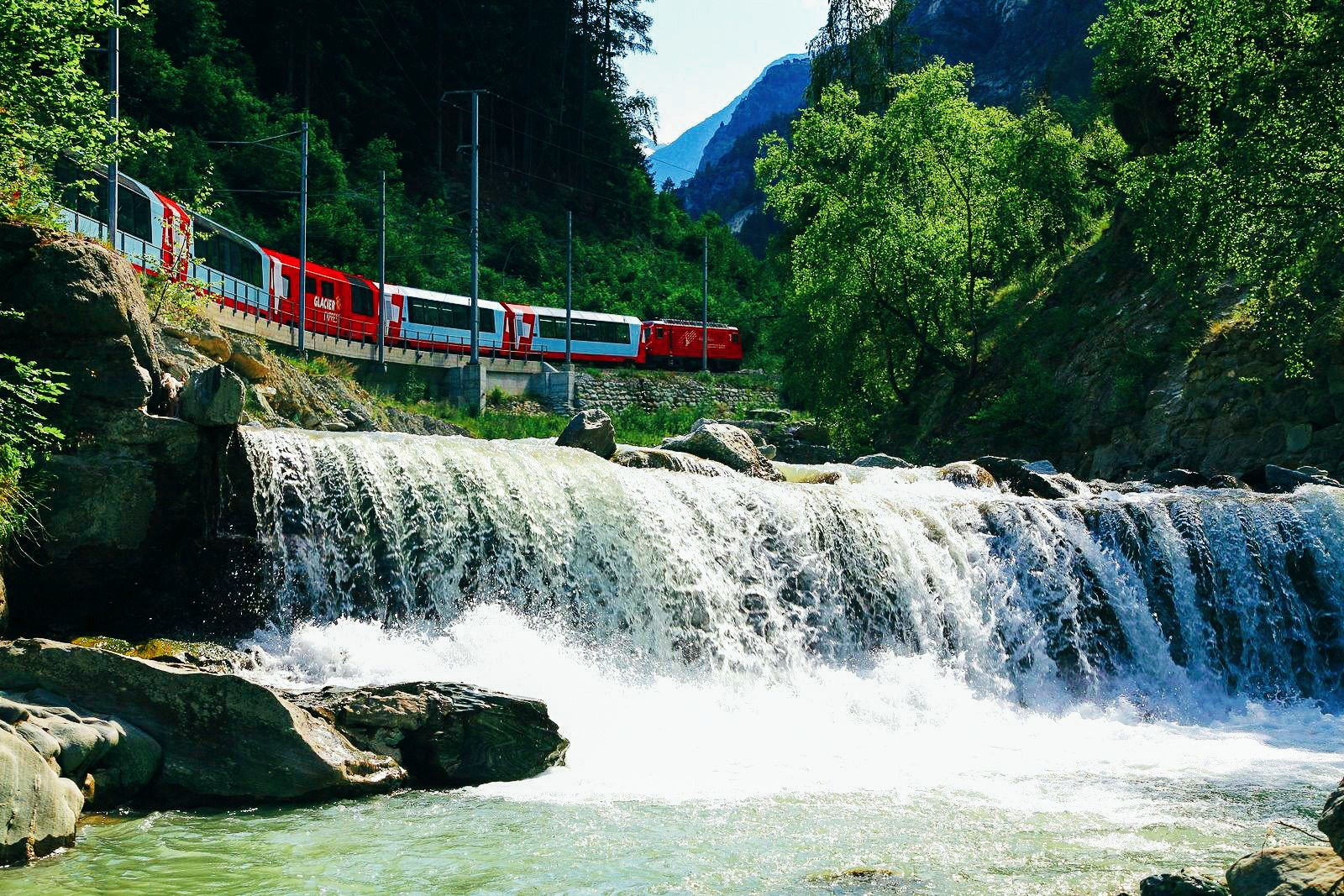 The 15 Most Beautiful Train Journeys Across The World You Have To Travel On! (15)