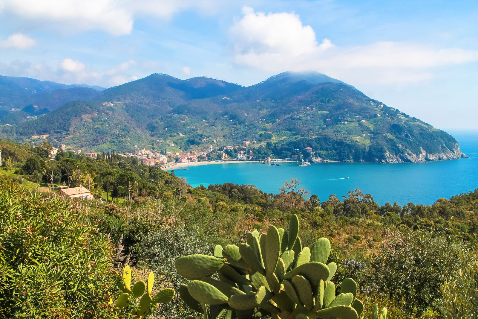 The Complete Guide To Visiting Cinque Terre in Italy! (1)