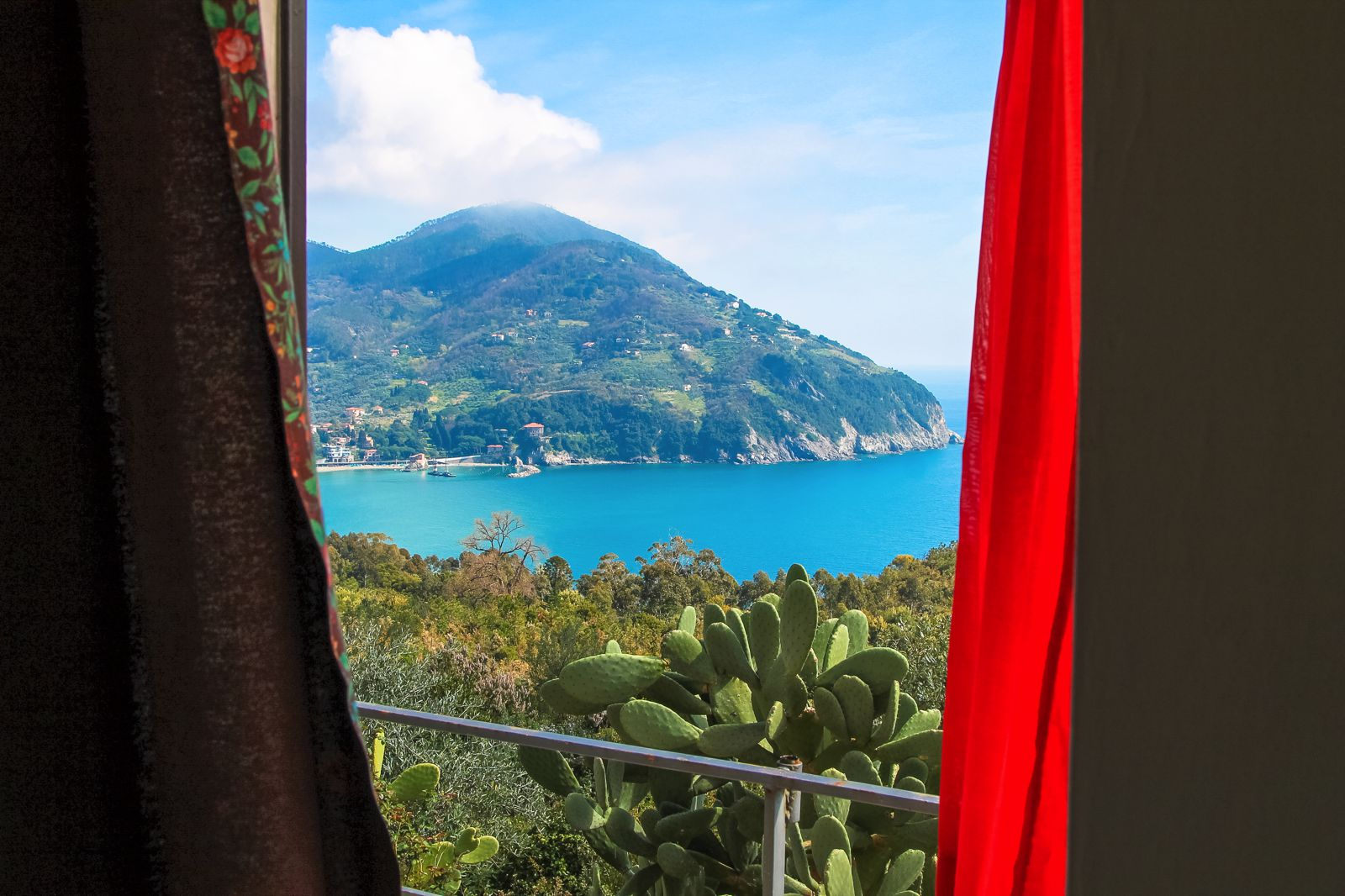 The Complete Guide To Visiting Cinque Terre in Italy! (2)
