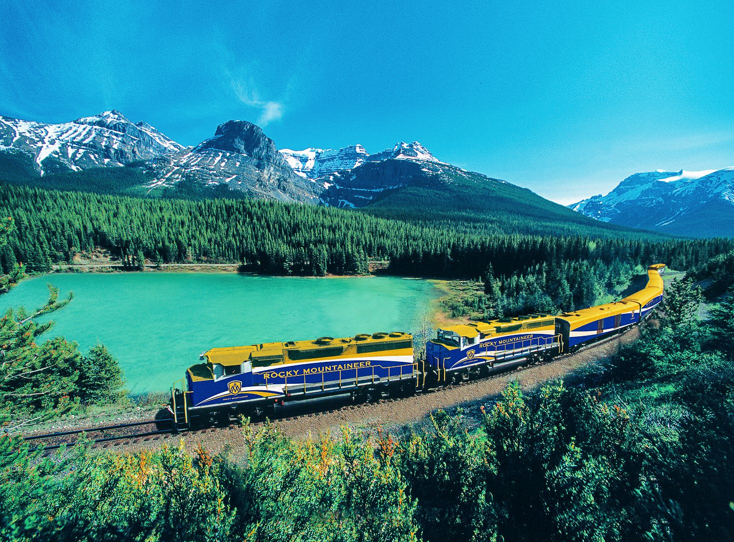 The 15 Most Beautiful Train Journeys Across The World You Have To Travel On! (27)