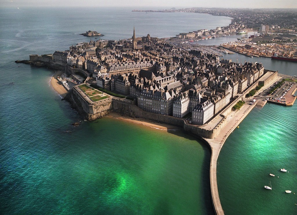 15 Spectacularly Beautiful Places You Must Visit When In France (14)