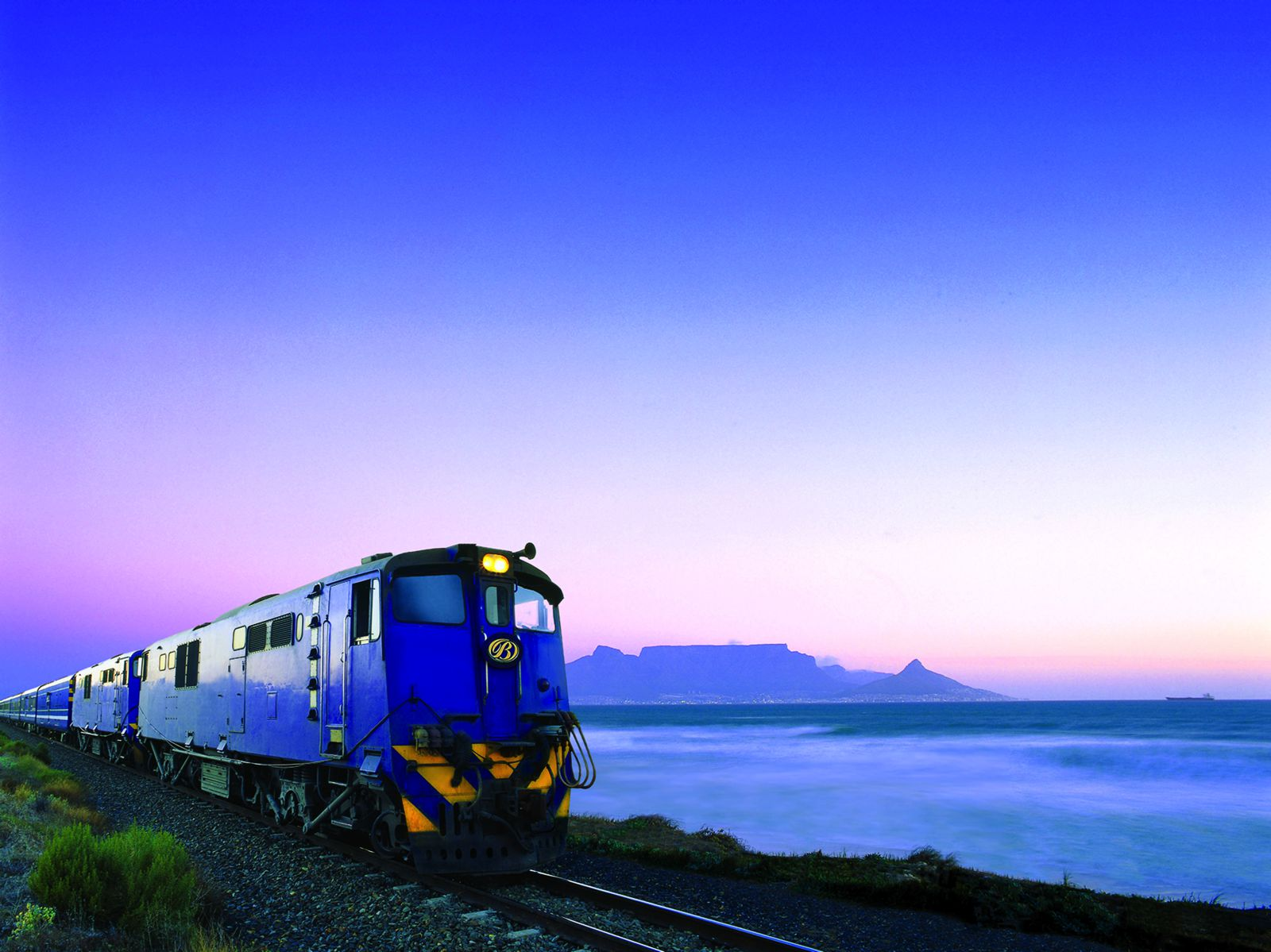 The 15 Most Beautiful Train Journeys Across The World You Have To Travel On! (31)