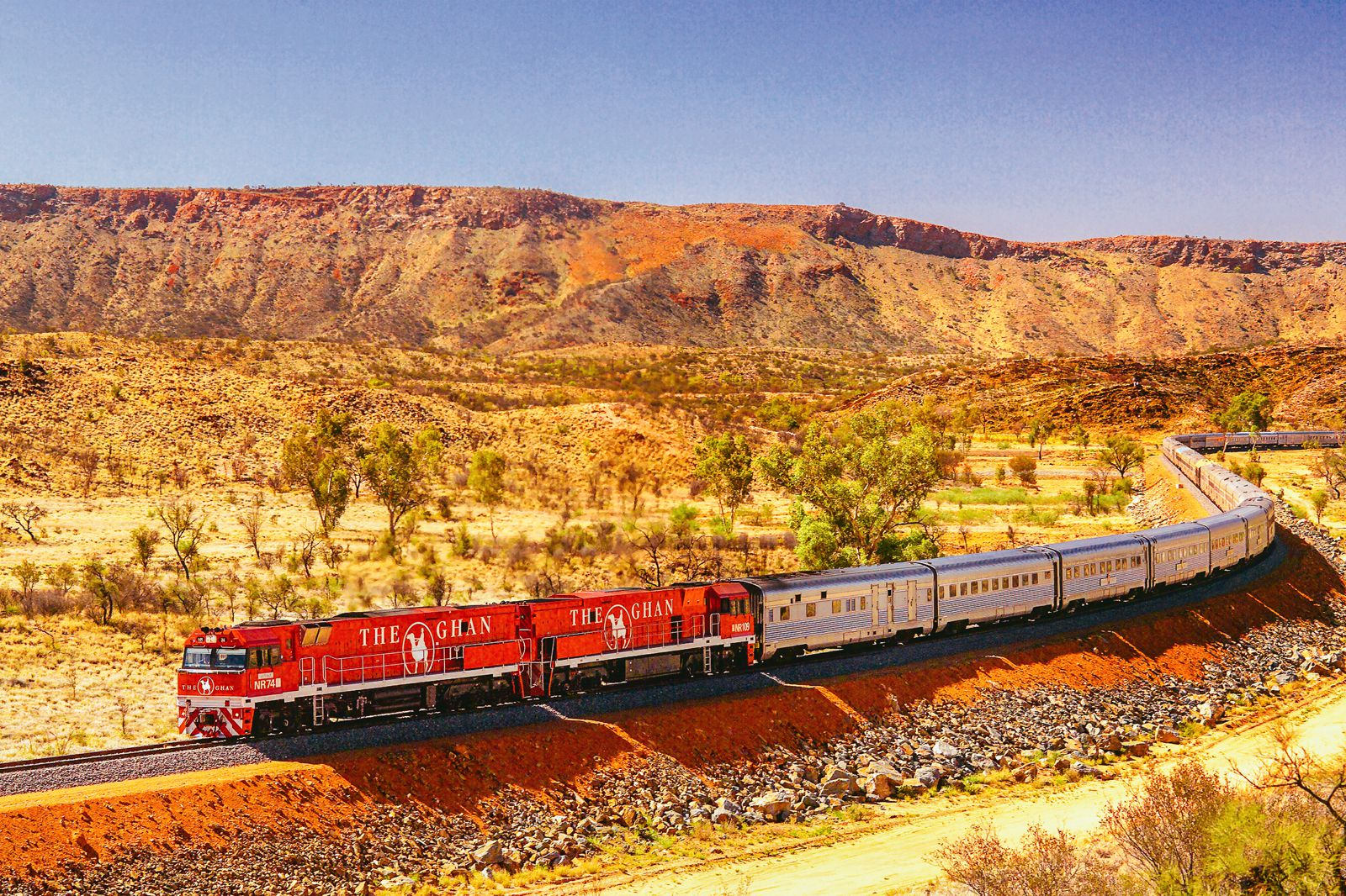 The 15 Most Beautiful Train Journeys Across The World You Have To Travel On! (41)