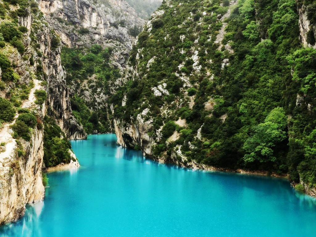 15 Spectacularly Beautiful Places You Must Visit When In France (12)