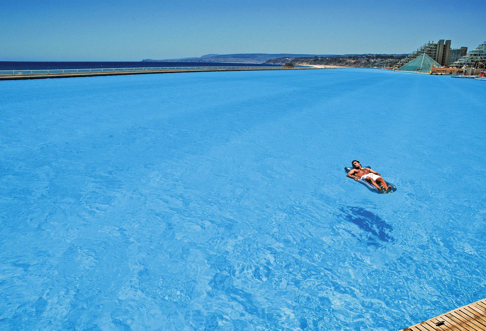 18 Amazing Swimming Pools Around The World That You Have To Visit! (5)