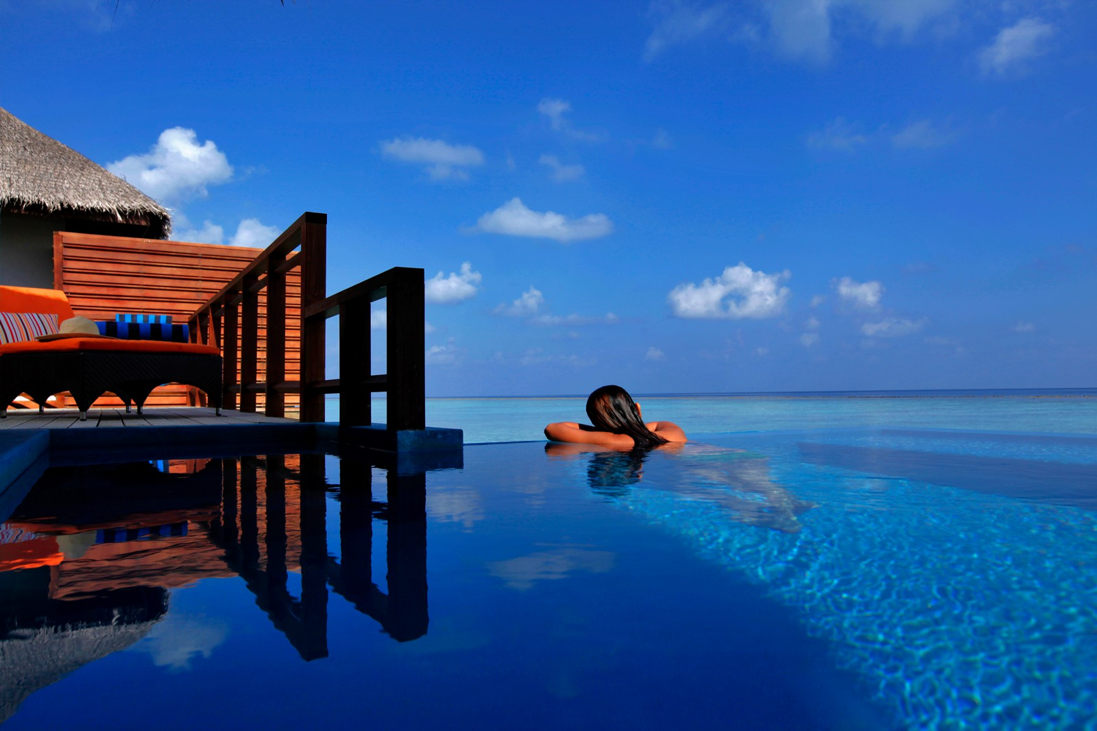 18 Amazing Swimming Pools Around The World That You Have To Visit! (1)